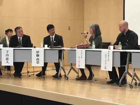 Panel discussion with Prof. Dr. Naohito Shimoyama, Head of the Department of Palliative Medicine at Tokyo Jikei Medical University (far left) and Prof. Takaki Ito of the Graduate School of Applied Religious Studies at Sophia University (second left)