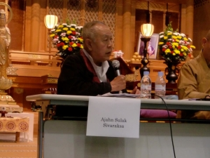 11/10 Sulak speaks at the public forum in Yokohama