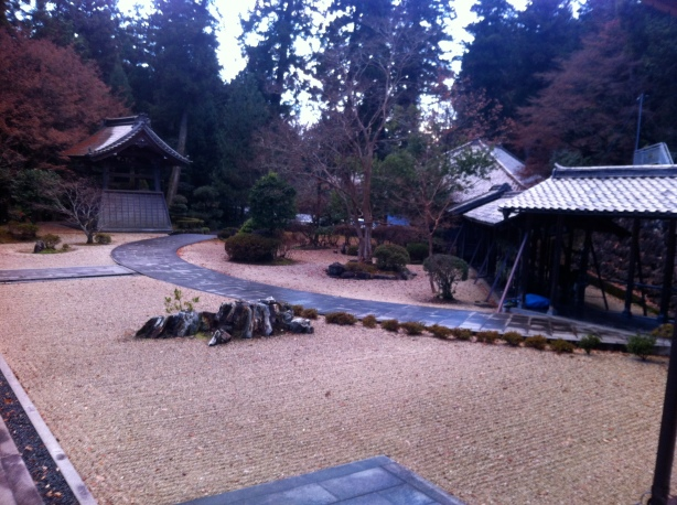 the immaculate grounds of Shogen-ji